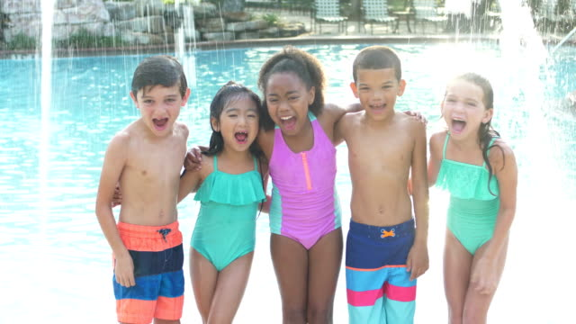 vídeos de stock e filmes b-roll de multi-ethnic group of children by swimming pool - swimwear