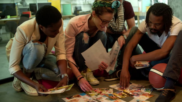 HD: Multi-ethnischen Gruppe von Designern für cover-Bild.