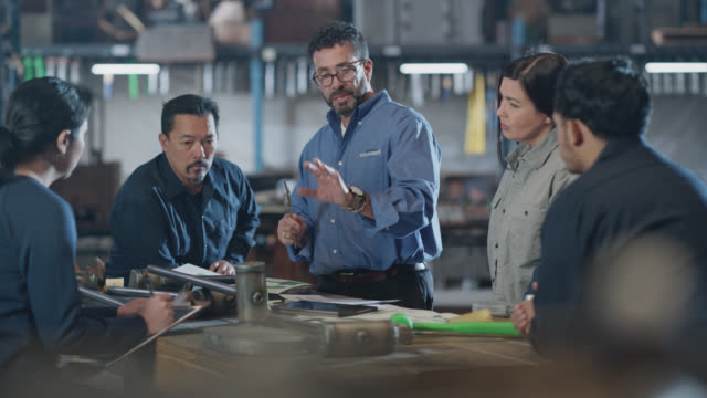 multi-ethnic group of people have business meeting in warehouse - effektivität stock-videos und b-roll-filmmaterial