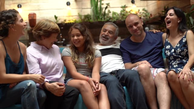 generationsübergreifende brasilianischen familie home portrait - großvater stock-videos und b-roll-filmmaterial