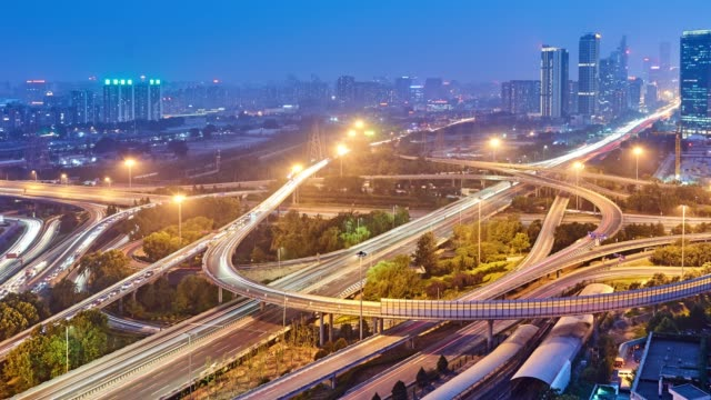4k: multilevel viadukt busy traffic at sunset to night time lapse, beijing, china - gelb stock-videos und b-roll-filmmaterial