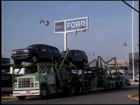 multiple cars on display at dealership. - honda bildbanksvideor och videomaterial från bakom kulisserna