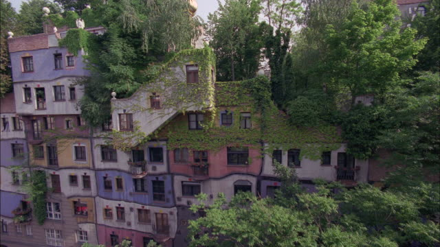 multiple colors decorate an urban apartment building. - オーストリア点の映像素材/bロール