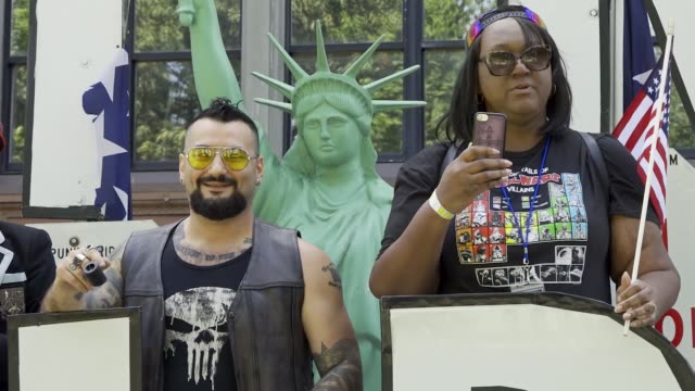 multiple counter antitrump demonstrators arrested and pepper sprayed during 'straight pride parade' in boston massachusetts multiple arrested for... - homophobie stock-videos und b-roll-filmmaterial