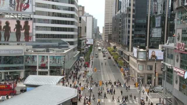 WS T/L Multiple direction crosswalk at Yonge and Dundas square / Toronto, Ontario, Canada