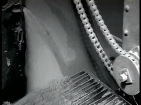 vídeos y material grabado en eventos de stock de multiple gain elevators. grain most likely wheat pouring into machine. grain ships docked in port next to grain elevators. grain pouring out of pipe... - narrar