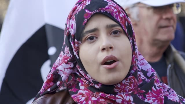 multiple palestinians shot dead and wounded after palestinian demonstrators and israeli soldiers face off at the gaza strip for a second consecutive... - 週点の映像素材/bロール