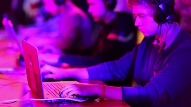 vídeos de stock, filmes e b-roll de multiple players compete before an audience in a video game contest at the dreamhack digital festival in moscow, russia, on saturday, dec 5 gamers... - contestant