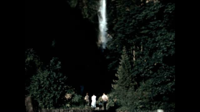 vídeos y material grabado en eventos de stock de multnomah falls is a waterfall in oregon on the columbia river gorge - cascadas de multnomah