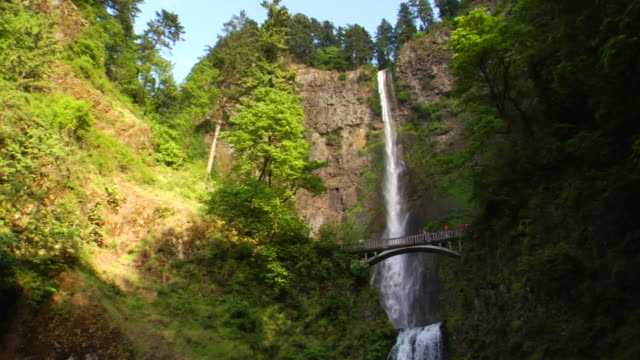 vídeos y material grabado en eventos de stock de cascadas de multnomah, oregon - cascadas de multnomah
