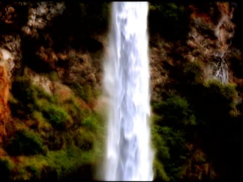 multnomah falls, portland, oregon, usa - portland oregon fall stock videos & royalty-free footage