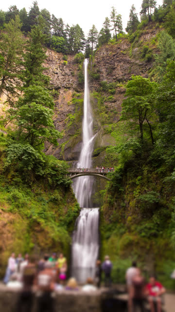 vídeos y material grabado en eventos de stock de multnomah falls vertical - cascadas de multnomah