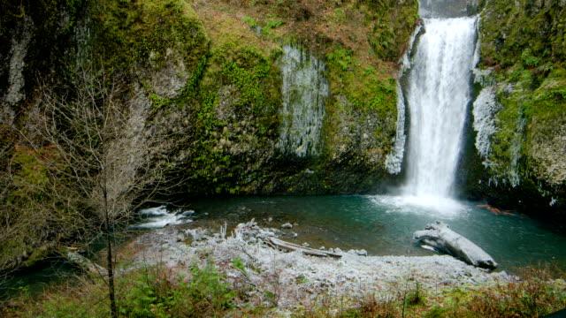 vídeos y material grabado en eventos de stock de multnomah falls - cascadas de multnomah
