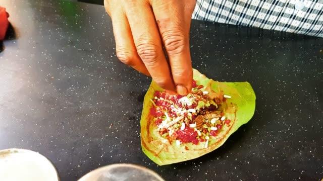 Mumbai Street Food Scene - Betel Leaf / Paan