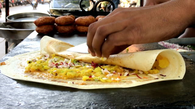 stockvideo's en b-roll-footage met mumbai street food - levensecht
