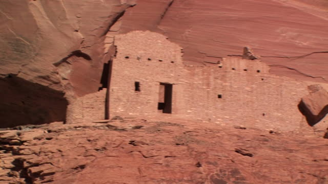 ms pan mummy cave ruins in front of rock wall/ canyon de chelly national monument, arizona - canyon de chelly stock videos & royalty-free footage