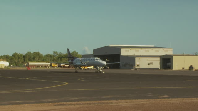 mungalalu truscott airbase, wa, australia - hangar stock-videos und b-roll-filmmaterial