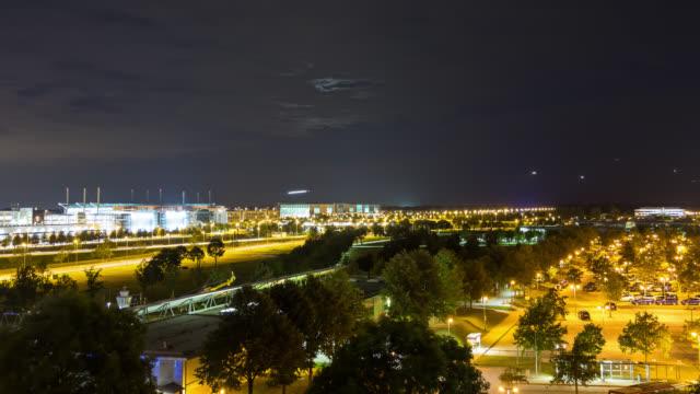 stockvideo's en b-roll-footage met munich airport muc, timelapse, day to night transition - day-2 shot-3 - münchen vliegveld