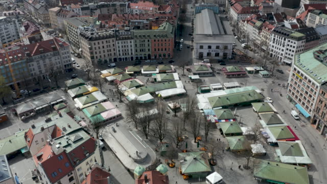 overlooking the usually busy viktualienmarkt in munich's city center with most shops now closed due to the corona pandemic - non us film location stock videos & royalty-free footage