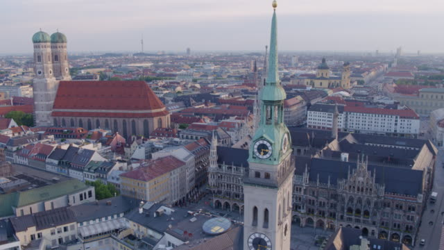 munich marienplatz wide shot of city aerial circling back to new townhall - rathaus stock videos & royalty-free footage