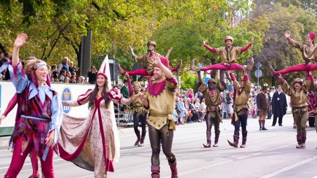 munich oktoberfest traditional costume parade medieval jesters performing acrobatics - fahnenparade stock-videos und b-roll-filmmaterial