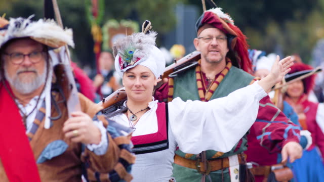munich oktoberfest traditional costume parade woman in medieval costume smiling and waving at camera - baviera video stock e b–roll