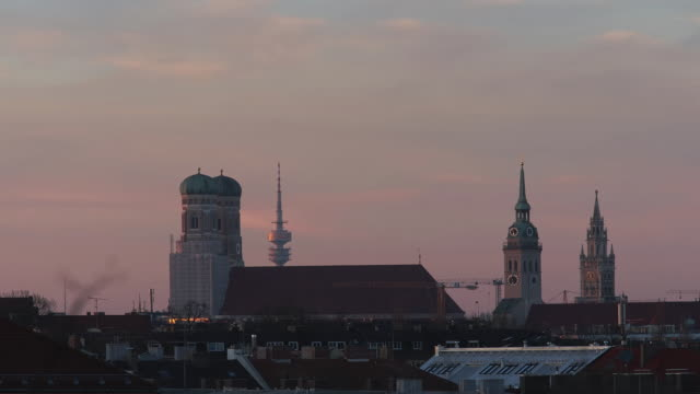 stockvideo's en b-roll-footage met munich tower timelapse - kerktoren