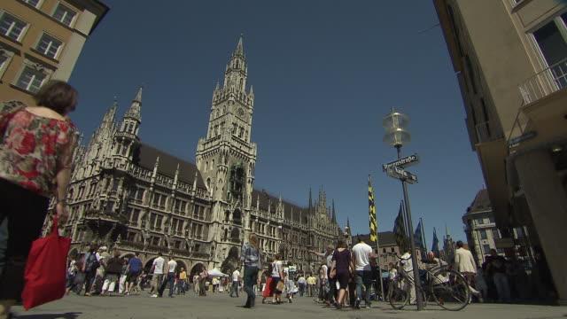 munich-marienplatz, city hall, street, many walking people - cafe culture stock videos and b-roll footage
