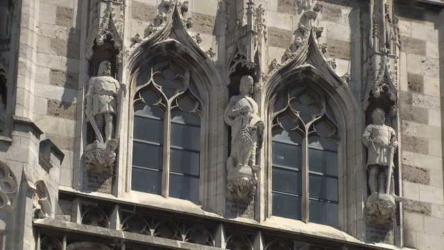 munich-marienplatz, city hall windows and sculptures - cafe culture stock videos and b-roll footage