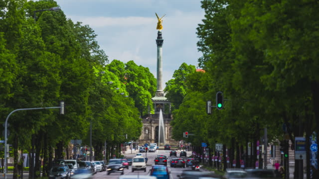 t/l of munich's prinzregenten street on a busy traffic day - friedensengel in the background - treelined stock videos & royalty-free footage