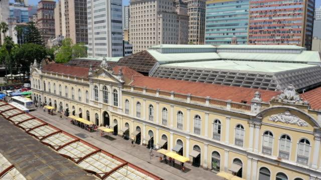 vídeos de stock, filmes e b-roll de mercado municipal de porto alegre, brasil - monument