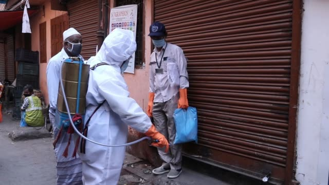 a municipal worker accompanied by others speaks with a resident at the belgachia slum as they conduct a doortodoor health survey during a... - kolkata stock videos & royalty-free footage