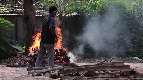 municipality worker performs last rites for someone who died of the covid-19 coronavirus disease, at a crematorium on may 02, 2021 in guwahati,... - india stock videos & royalty-free footage
