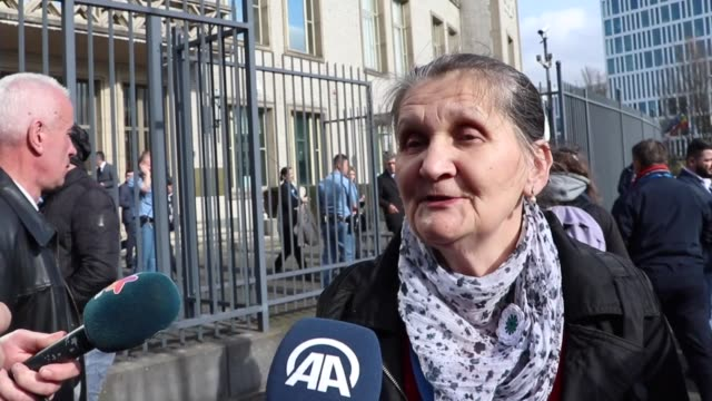 munira subasic the president of the mothers of srebrenica and zepa enclaves association and relatives of victims of the bosnian war speak to the... - the hague 個影片檔及 b 捲影像