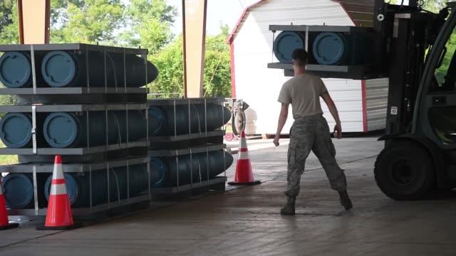 munitions squadron airmen from barksdale air force base practice for global strike challenge 2019. - armé bildbanksvideor och videomaterial från bakom kulisserna