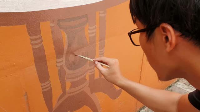 作品で壁画アーティスト、アーティストの絵画の壁 - 画家点の映像素材/bロール