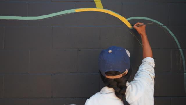 職場での壁画アーティスト - 壁画点の映像素材/bロール