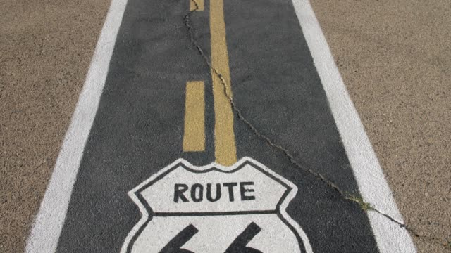 vidéos et rushes de mural on route 66, kingman, arizona, united states of america, north america - route 66