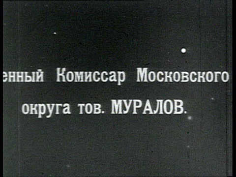 vidéos et rushes de muralov army commissar for moscow region reads document surrounded by young soldiers / russia - 1918