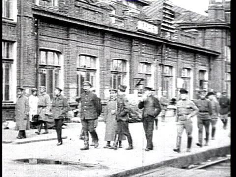 vidéos et rushes de muralov the army commissar in orsha train station - 1918