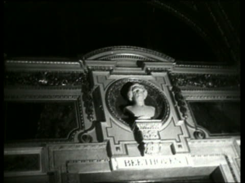 stockvideo's en b-roll-footage met b/w murals and bust on wall of vienna opera house / no sound - menselijke vorm