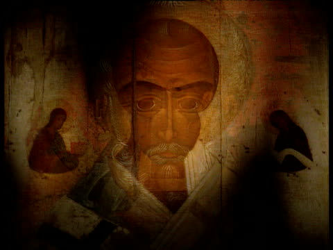 vidéos et rushes de murals depicting christian saints adorning walls of russian orthodox church - icône