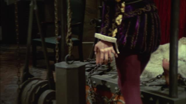 1966 cu ds. ws murder scene with marie de brinvilliers in wax museum - stilrichtung des 17. jahrhunderts stock-videos und b-roll-filmmaterial