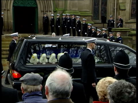murdered pc ian broadhurst funeral held itn yorkshire leeds hearse carrying coffin of murdered policeman ian broadhurst along past grieving... - hoisting stock videos & royalty-free footage