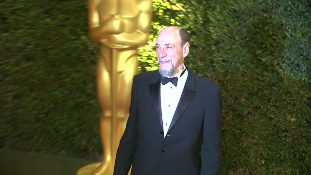f murray abraham at academy of motion picture arts and sciences' governors awards in hollywood ca on - 映画芸術科学協会点の映像素材/bロール
