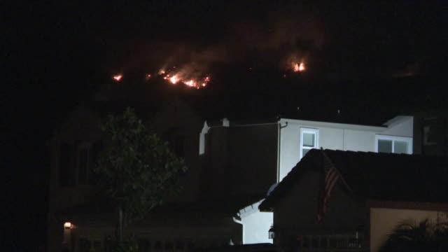 vidéos et rushes de ktla murrieta ca us tenaja fire near murrieta seen from suburbs on thursday september 5 2019 - brasier
