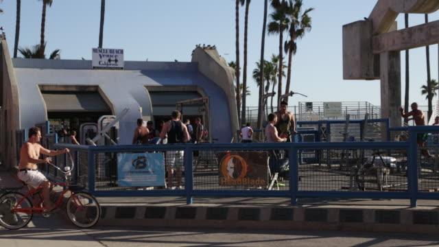 muscle beach - カリフォルニア州 ベニス点の映像素材/bロール