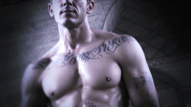 stockvideo's en b-roll-footage met muscular tattooed basketball player #1 - tatoeage