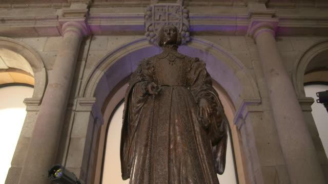vídeos de stock e filmes b-roll de museo el prado statue, madrid, spain - museu