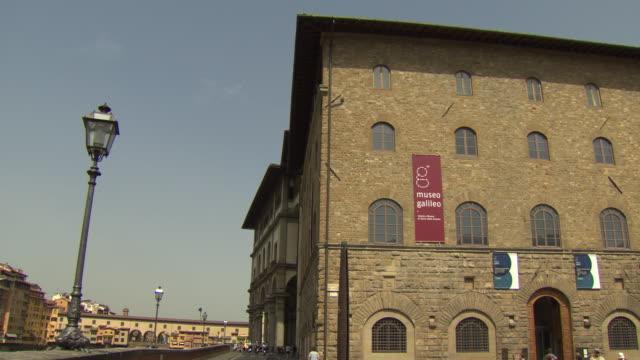 museo galileo, florence, italy - galileo galilei stock-videos und b-roll-filmmaterial